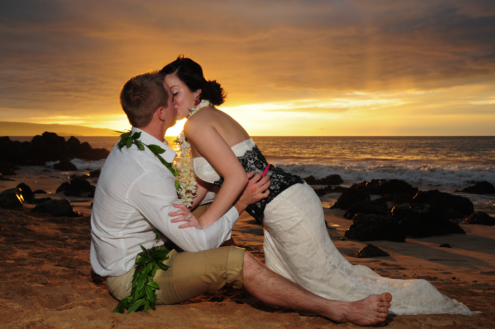 Ramantic kiss on Palauea Beach. Maui